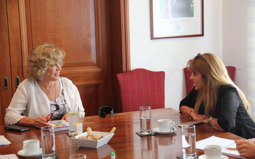 """Presidenta del CNTV se reúne con Subsecretaria de Telecomunicaciones por """"Must Carry"""""""